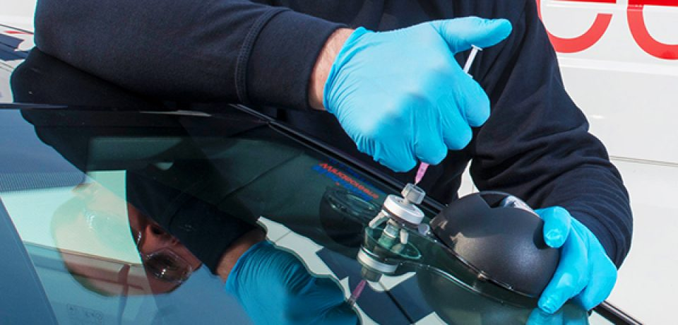 How Windscreen Repair Works and How to Do It Yourself